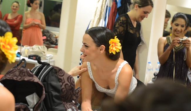 Peineta-flores-y-lunares-backstage11