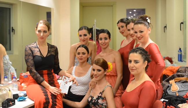 Peineta-flores-y-lunares-backstage12