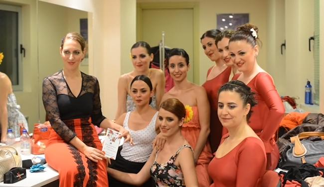 Peineta-flores-y-lunares-backstage13